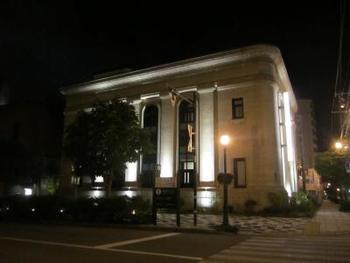 ホテルは「BANK」と「DOCK」のふたつで構成され、こちらは元々銀行だった建物を使用した「BANK」。アール・デコ様式の建築は、重厚で圧倒的な存在感を放ちます。