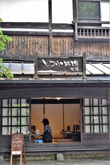 熊本県産の大豆と筑後川の源流水、にごりを使用して作ったお豆腐が味わえる「とうふ吉祥」。各テーブルにある囲炉裏を囲みながら優しい味わいのお豆腐料理の数々を堪能することができます。