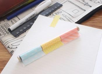 こちらはペン型のフィルムふせんです。好きな幅でカットすることができるので、活用度が大きいふせんです。