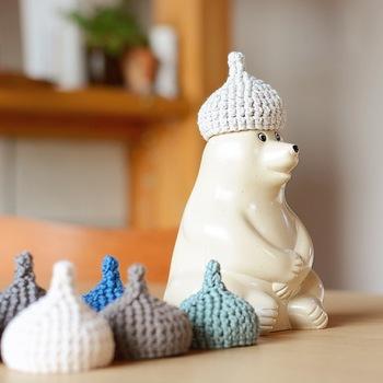 小物を自分で手作りして、飾ってあげるのもオススメ。こちらはどんぐり帽子です♪季節にあわせて帽子のデザインや色を変えて楽しむのもいいですね。
