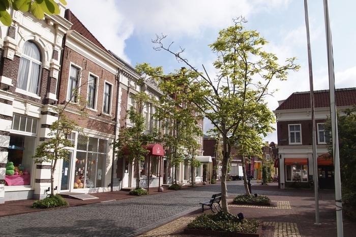 ハウステンボスの中心街「アムステルダムシティ」にはオリジナルの雑貨やスイーツ、お土産などのショップが立ち並んでいます。ただ街並みを歩いているだけでも楽しめる場所で、イベントも開催されています。クラシカルな街並みはまるでヨーロッパにいるような気分に♪