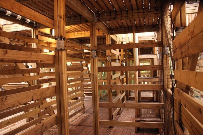 世界最大級の立体迷路「The Maze」は、5階建てのツリーハウスでゴールを目指して進むアトラクションです。5階建てなのでこれがなかなか大変。力を合わせてゴールにある秘宝「龍玉」を目指して、迷路から抜け出しましょう!