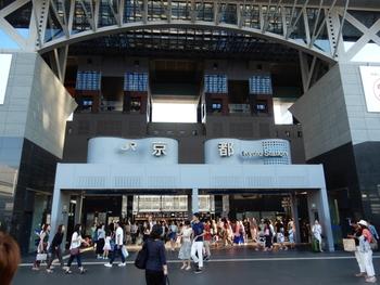 国内外の観光客に大人気のスポット、京都の玄関口であるJR京都駅。