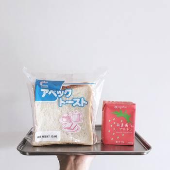 秋田県のアベックトーストと、大分県のあまおうヨーグルトン。シャリシャリのシュガーバターがサンドされたパンです。そそられるネーミング、それもご当地パンの魅力。