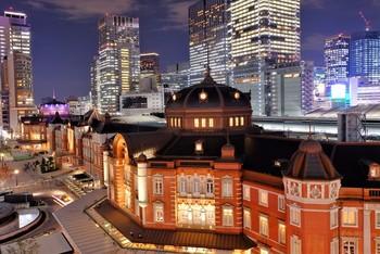 東京駅は、フォトジェニックな駅としても人気。赤レンガ造りの外観は、丸の内方面の出口を出ると見ることができます。乗り換えなどで東京駅を利用するとき、是非、東京駅の歴史を覗きにいってみてくださいね。