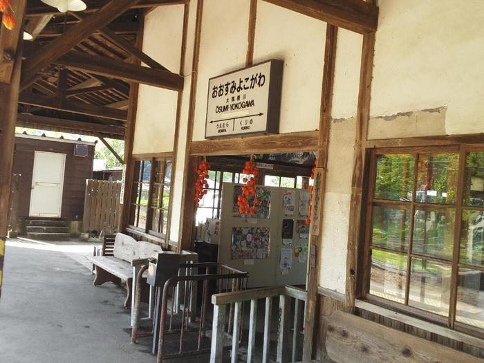 大隅横川駅の駅舎は、開業当初からそのまま残っているものだそうです。建設から110年以上経った今でも、きれいな状態で保たれているのは、珍しいことでしょう。