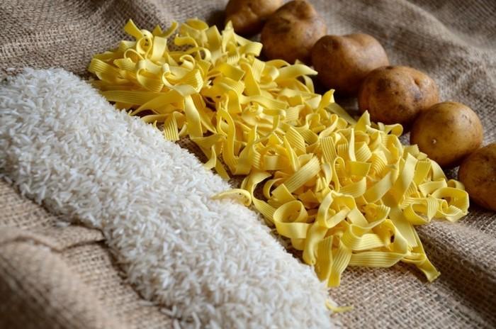 糖質制限中に要注意なものが、お米やうどん、パン、パスタ、イモ類などの糖質を多く含む炭水化物です。