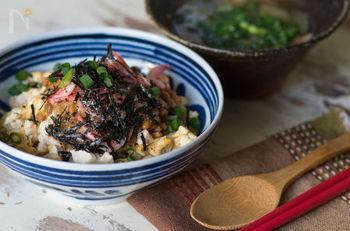 これは嬉しい!白米の代わりに、卵とお豆腐で作った丼です。ダイエット中に、物足りなくなりがちなビジュアルもこれならバッチリ普通のご飯に見えますよ!食べ応えもあるので遠慮なくいただくことができます。