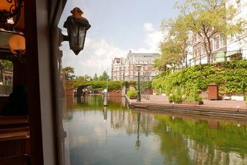 歩くのとはまた違って、運河を巡るクルーザーはちょっぴり特別な気分に浸れます♪