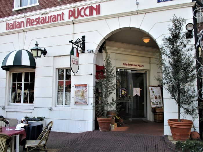 """「プッチーニ」は、旬の食材を使ったお肉・お魚料理、パスタがいただけるイタリアン。店内は""""ローマの廃墟""""をイメージしているんだそう。"""