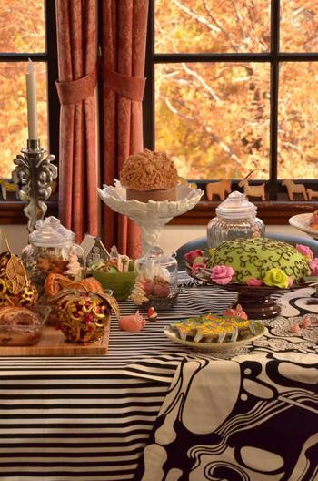 ジンジャークッキーなど、伝統のクリスマス菓子がテーブルに♪