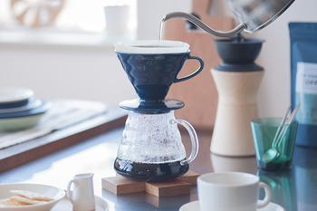 ペーパードリップは、抽出とろ過が同時進行していくので、ドリッパーの構造が出来上がりのコーヒーの風味にかなり影響します。まずは、自分好みのコーヒーに抽出してくれそうなドリッパーをじっくり探してみましょう。