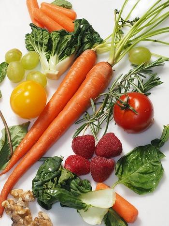 いくつか方法があるデトックスの中でも、野菜や果物をはじめとするさまざまな食材の栄養に助けてもらい、体が本来持っている排出機能を高めようとするのがデトックス料理です。毎日の食事こそが私たちの体を作っているわけですから、とっても自然な方法ですよね。