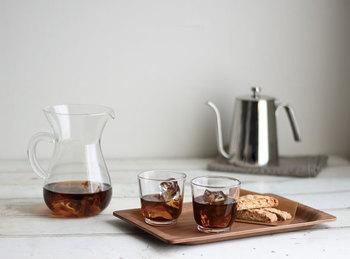 ドリッパーを外して濃いめに抽出したコーヒーに氷を入れたら、アイスコーヒーも楽しめます。