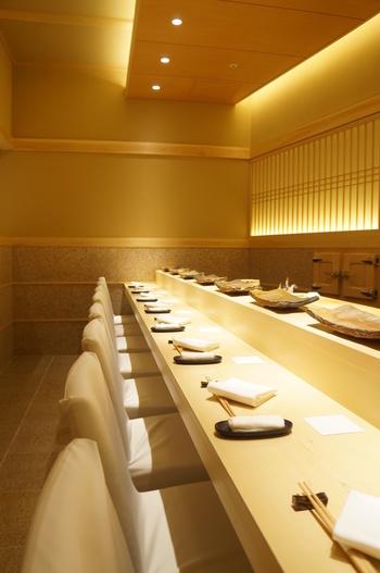 ミニマムリッチは食に関しても言えることです。二千円のお寿司を十回食べるよりも、二万円のお寿司を一回だけ味わう。二万円のお寿司をいただいてみると、お寿司そのものはもちろんのこと、職人さんがどのように食材を扱い、お客様との関係性をどう築いていくのかということを体験することができます。