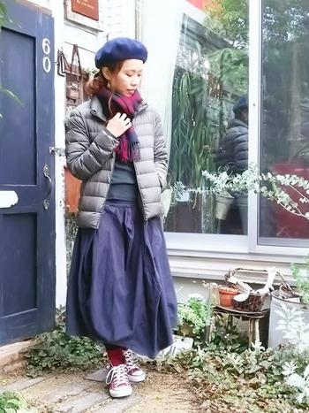 真冬に欠かせないダウンジャケット。ユニクロなら保温性抜群で、寒さが厳しい日のお出かけもオシャレなコーデを楽しめます。