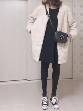 ボア素材のノーカラーコートは、モコモコとした肌触りが最高です♪