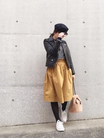 発色がキレイなギャザースカートは、ふんわりとしたシルエットがとっても可愛い!!