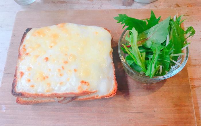 クロックムッシュもおすすめです。とろけたチーズやこんがり美味しそうな焼き色がついた、ベシャメルソースのクリーミーで濃厚なコクを味わいましょう。