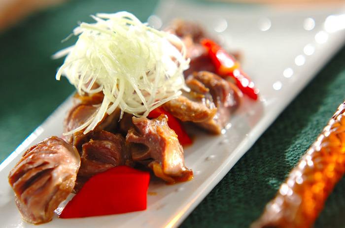 砂肝のコリコリした食感と、山椒のピリッとした味わいが美味しい大人なおつまみ。切って焼くだけなので調理時間15分で簡単に作れるのが嬉しいですね。