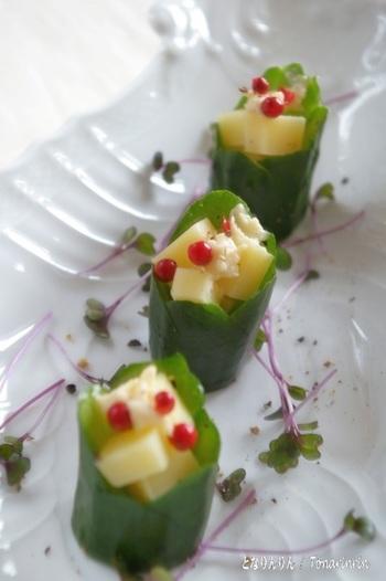 【ギザギザ飾り切り】 きゅうりの断面に、お好みの等分でV字で切り込みを入れて斜め45度にカットすれば完成です!チーズやスパイスをトッピングすれば、おしゃれな前菜に♪