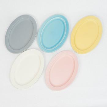 上記と同じくSAKUZAN(作山窯)のDAYSシリーズ。カラフルでおしゃれなグレー(画像上段左)、ターコイズ(画像上段中)、イエロー(画像上段右)、クリーム(画像下段左)、ピンク(画像下段右)の5色セットです。家族で色分けして使ったり、料理に合わせて使用したり、用途は色々あり、食卓が華やかになりそう。