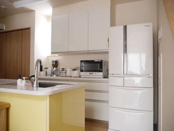 作業しやすいシンクの高さはゴールデンゾーンと呼ばれます。キッチン家電もこの高さに置くと、動作がスムーズになり、使い勝手も良くなります。