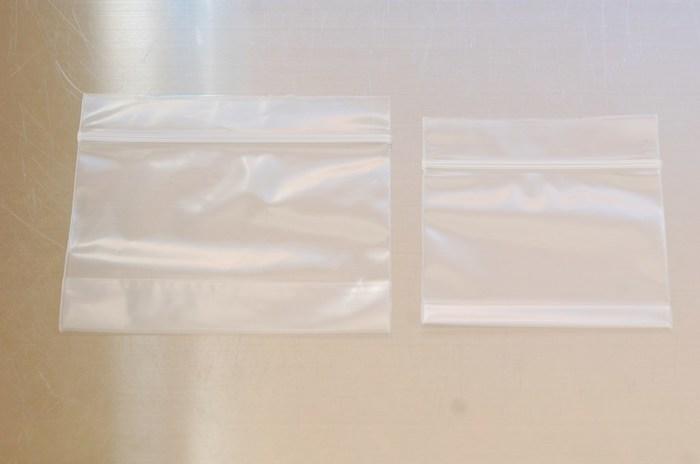 あやこさんのお家で大活躍の「マチ付きチャック」。色々なチャック袋が販売されていますが、ここ数年はこちらのタイプがすっかり定着しているそうです。ちなみにあやこさんのお家では、「冷凍庫の収納・粉系洗剤の収納・小物の整理」に活用しています。