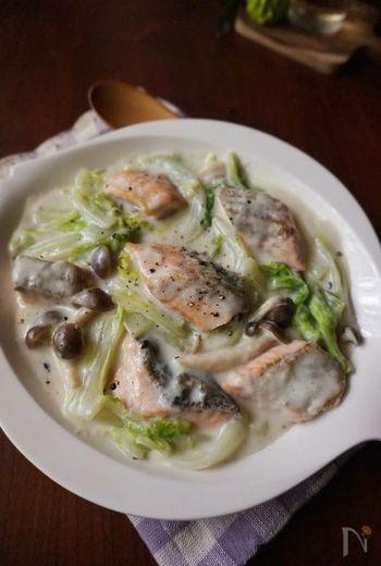 お子様にも人気のサーモンを、白菜と一緒にクリーム煮に。こちらを使ってつくるドリアやパスタのリメイクレシピも美味しいので、作る時は少し多めに作りたい一品です。