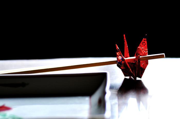 いかがでしたか?こんなにバリエーションがあるなんて驚きましたね!折り紙の箸置き、きっとお客様にとっても嬉しいおもてなしだと思います。また、ふだんのお食事の際も「今日はちょっと腕をふるったぞ。」という日は折り紙の箸置きを添えてみるとさらに食卓が華やぐかもしれませんよ。