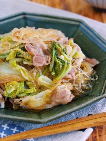 甘辛のお出汁が白菜に、白菜の甘味が春雨に浸み込んだ美味しいレシピ。食材を重ねて、後は火をつけるだけで簡単に出来るのも嬉しいですね。