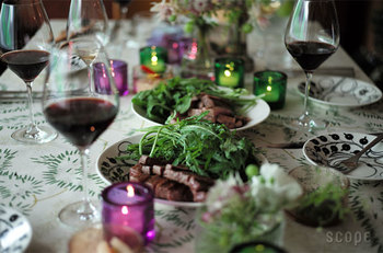 柄が入った北欧風のオーバルプレートは、特別な日の食卓をより優雅に演出してくれます。おうちがたちまちオシャレなレストランに。