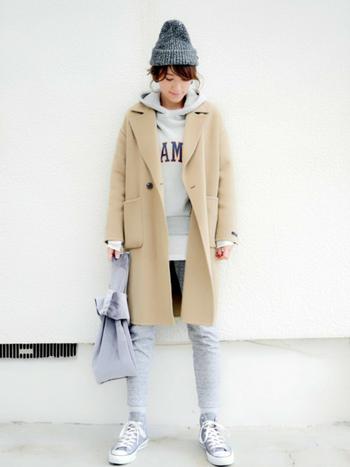 特に冬は、ラフなスタイルにコートを重ねるだけでかっこよく決まるので、ワンマイルコーデ向きの季節と言えます。おすすめのワンマイルアイテムと着こなしコーデをご紹介します。
