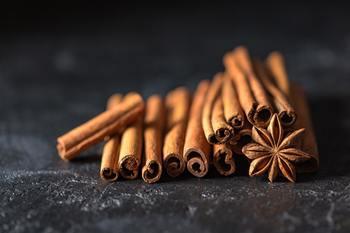 日本では、ニッキとも言われるなじみのあるスパイス。 お菓子にもよく使われますが、料理にも役立ちます。