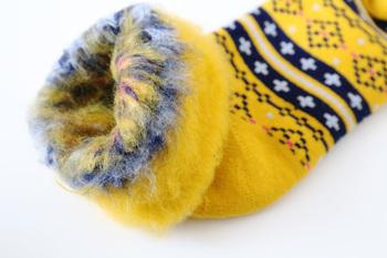 見るからに温かそうなソックスは、寒さの厳しいフィンランド生まれ。靴下の内側がつま先から履き口まですべてもこもこに起毛しているので、履いた瞬間からほっかほか♪
