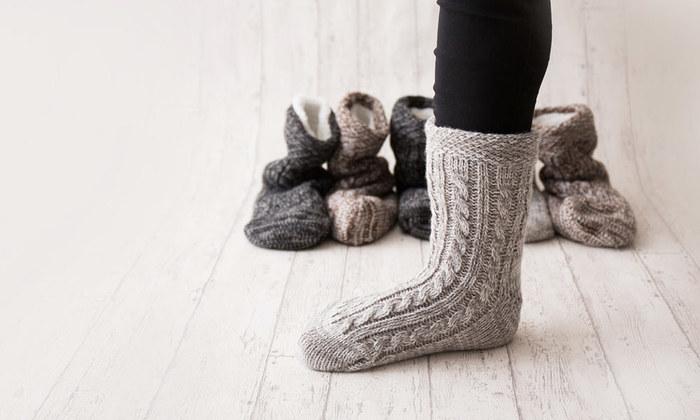 おうちのフローリングが冷たい…という方は、こちらのルームソックスがおすすめです。内側にボアがついていて体温を逃さない作りで、薄手のタイツや靴下の上にこれを履けば、真冬のキッチンも怖くありません。
