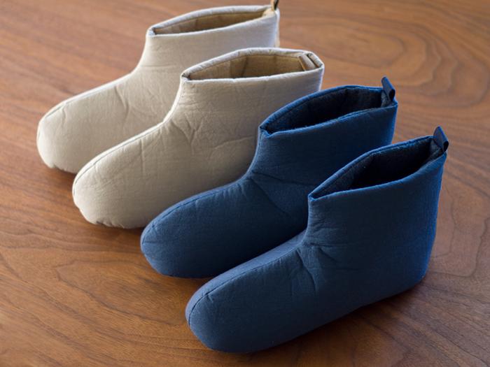 素足で履ける真冬のルームシューズがほしかった!という方も多いのでは?中川政七商店のルームシューズは、内側に綿を使っているのでさらりとした履き心地。  また、こちらのルームシューズは手洗いできるのでいつでも清潔に使えます。ルームシューズは、あたたかい分どうしても熱がこもったり、ニオイが気になるのでうれしいですね。