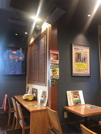小さなお店で落ち着いた雰囲気ですが、やっぱりどことなくハンバーガーが似合うアメリカンな雰囲気もありますね。
