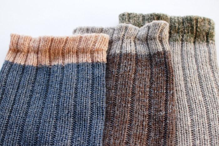 北欧の秋冬の自然や景色をイメージしたというカラーがステキなサルビアのレッグウォーマー。カシミヤ混のウール糸を使っているので、軽くてふんわりとあたたかい手触りに仕上がっています。編み目がゆったりしていてしめつけ感が少なく、おうち時間にぴったり。