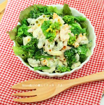 マヨネーズなら、まずはやっぱりサラダ。マカロニサラダにドレッシング風にかけて。