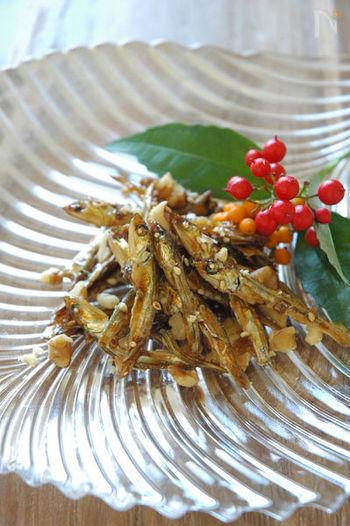 定番のおせち料理の「田作り」を、白ワインとメープルシロップで香り豊かにアレンジした一品。くるみの食感がくせになる味わいです。