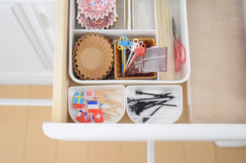 ピックを入れているケースは、なんとお子さんが小さいときに使っていたアンパンマンのお弁当箱の仕切りだそう。スペースにぴったりですし、とても可愛いですね。
