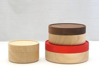 「Soji(素地)」は、木目の「素」の美しさを生かした普段使いの器のシリーズ。この「hako」はマルチに使えるキャニスターで、用途に合わせて使いやすいS、M、Lの3サイズ。