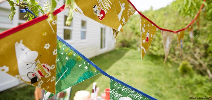 MUMIN TRIBUTE WORKSのテキスタイルを使ったガーランド。窓やドア周りを北欧の優しい雰囲気で満たしてみませんか?ガーデンパーティーの飾りにもおすすめです。