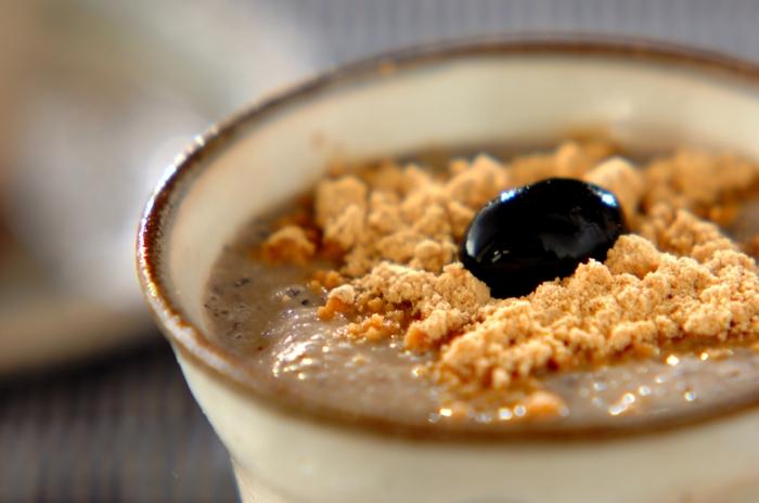 黒豆と豆乳の優しい甘さの黒豆ソイミルク。きなこも加わって、さらに栄養満点です。休日に、ほっと一息。癒しのティータイムを♪