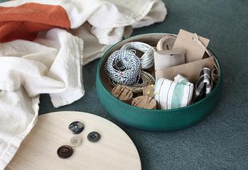 食べ物を入れたり、アクセサリーの収納等に。蓋は受け皿としても使えるので、何かちょっと出しておきたい小物を置いておくこともできます。