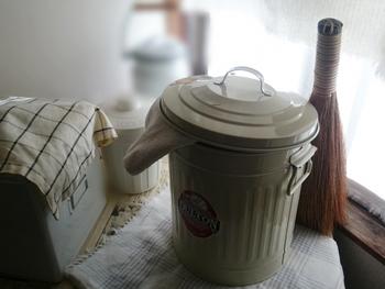 埃を巻きあげずにワックス効果もある米ぬかを捲いての掃き掃除や、自然の洗剤として洗いものに利用したり、保湿効果を活かして入浴や洗顔に使われてきました。