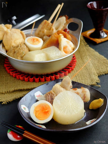うどんスープを活用した、出汁不要のおでんレシピ。つゆ作りは簡単でも、炊き方は丁寧にしっかりと。手軽に美味しい関西風おでんが楽しめますよ♪