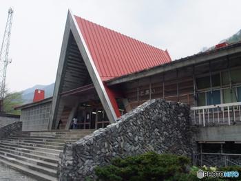 """土合駅は、昭和11年(1936年)群馬県利根郡みなかみ町で開業されたJR上越線の駅。現在では珍しい、無人駅です。地下深くにホームがあることから""""日本一のモグラ駅""""として親しまれています。"""