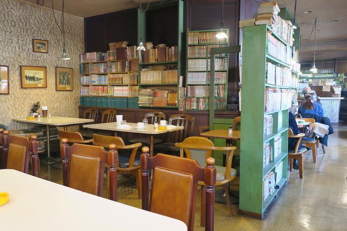 練馬駅の駅前すぐにある、創業44年の老舗喫茶店「アンデス」。所狭しと並んでいる本が印象的です。一冊50円で一ヶ月間レンタルできるというシステムあるので、本好きにはたまらない、隠れ家的喫茶店です。  モーニング:7時~11時 定休日:日曜日